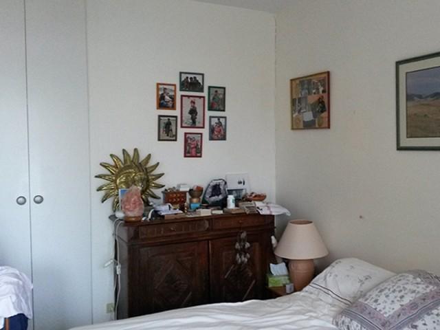Avant : une chambre encombrée et mal agencée