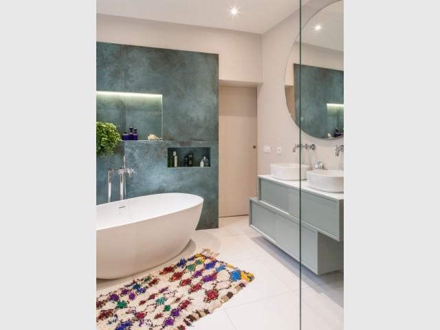 La salle de bains se dresse aujourd'hui en lieu et place de l'ancienne cuisine