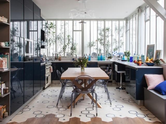 La cuisine, à la place d'une ancienne chambre, profite de la verrière