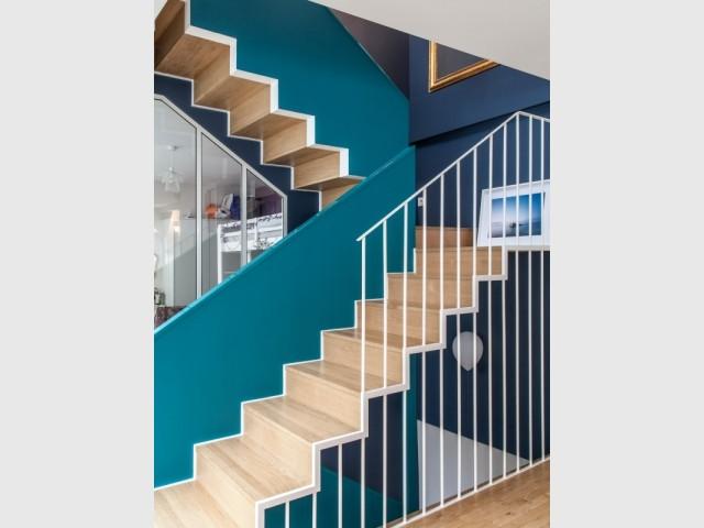 L'escalier permet de délimiter le coin nuit de l'espace de séjour