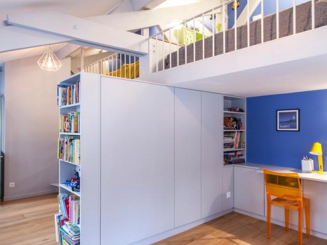 Au dernier étage, une chambre a été conçue pour deux enfants