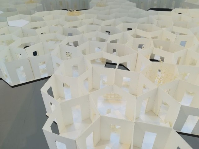 Structure alvéolaire - Tour futuriste au pavillon de l'Arsenal, février 2019