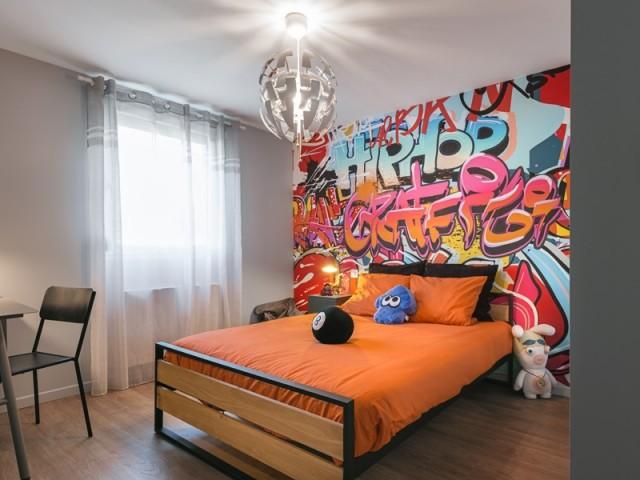 Après : une chambre de garçon aux accents street art