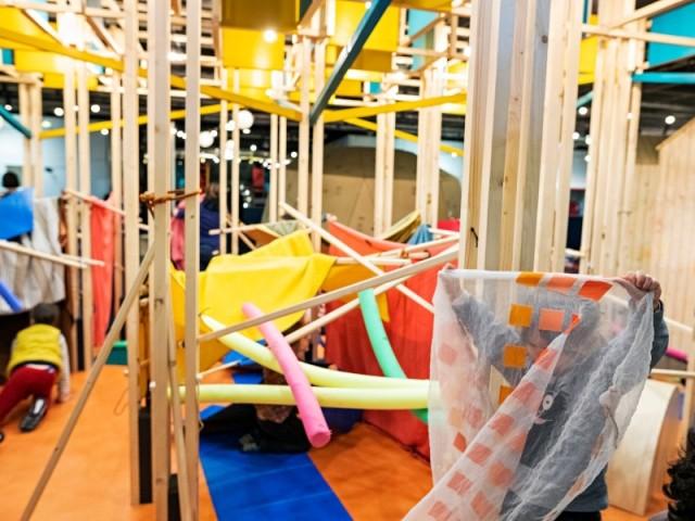 Le défi, la structure où les enfants construisent leur propre cabane