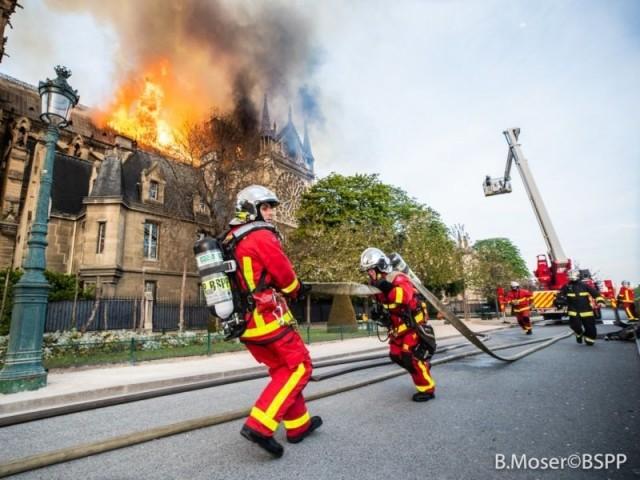 Intervention des pompiers à Notre-Dame de Paris