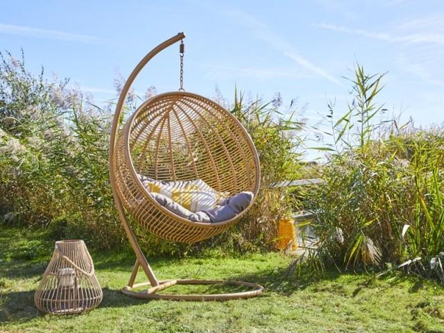 Jardin : un fauteuil cocon pour un été 100% détente
