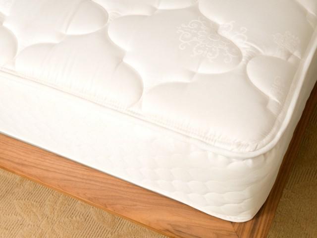 La literie, notamment le matelas, doit être bien entretenu pour éviter les punaises de lit