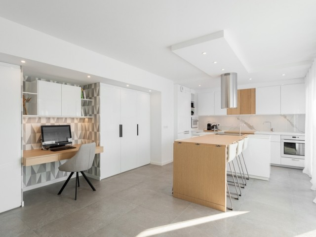 Un écrin de béton devient un lumineux appartement contemporain