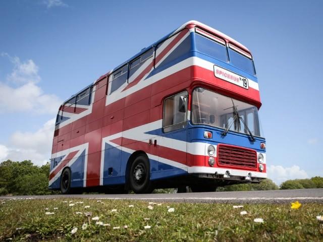 Le célèbre Spice Bus des Spice Girls disponible à la location sur Airbnb !