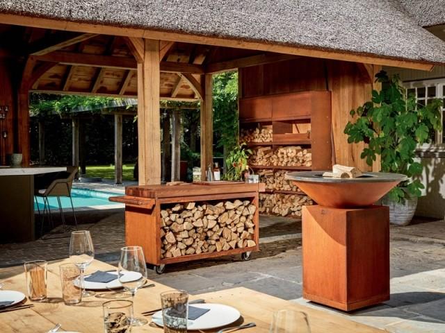 Une cuisine d'extérieur conviviale inspirée d'un feu de camp