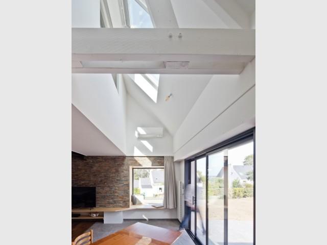 Une ouverture gagnée sur l'étage pour plus de lumière