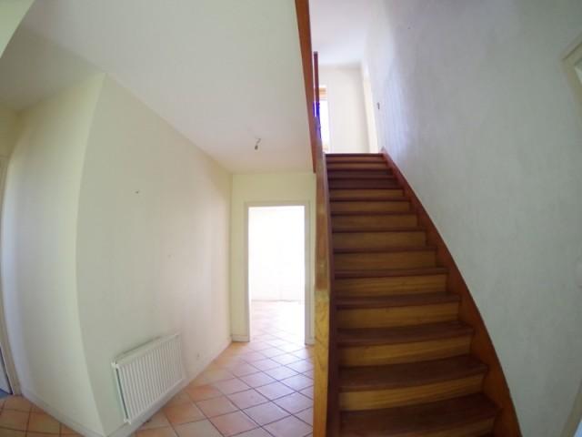 Avant : un escalier ancien qui manque de personnalité