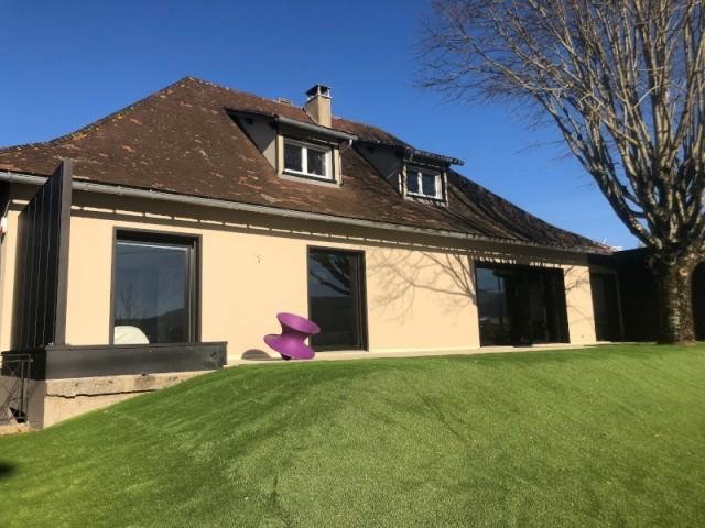 Après : des baies vitrées modernes pour rafraîchir la maison