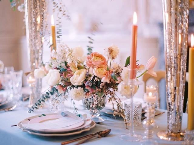 Vaisselle ancienne et table Blanche Patine