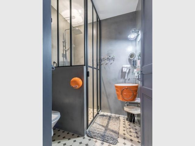 Une salle de bains pleine de personnalité
