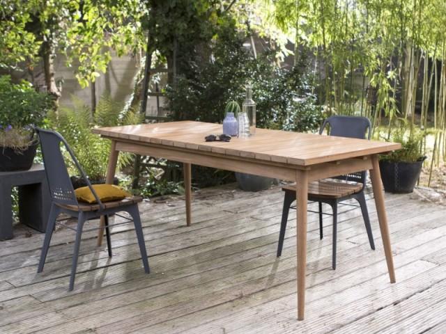 Une table en bois adaptée à tous les environnement