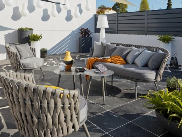 Un salon d'extérieur adapté pour une pièce à vivre