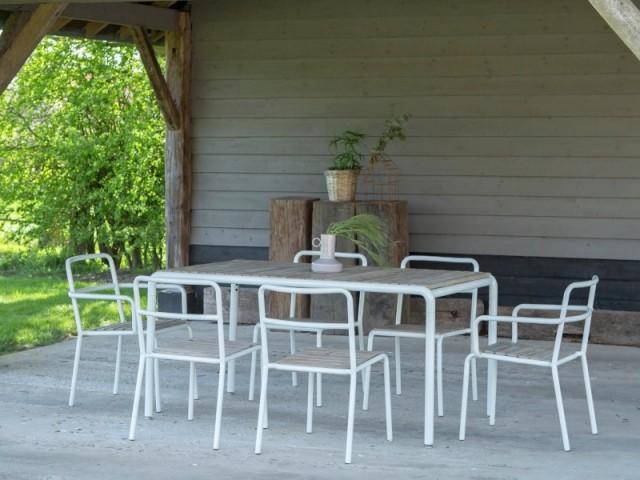 Un salon de jardin simple et élégant