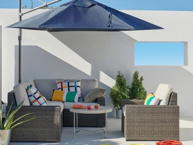 Une terrasse blanche et bleue comme en Grèce
