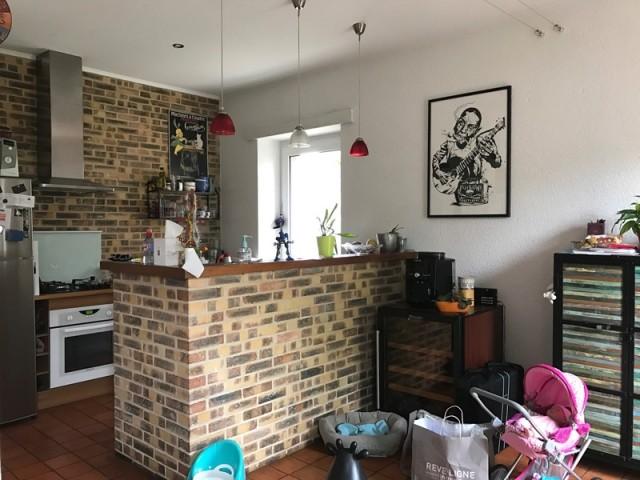 Avant : une petite cuisine peu adaptée à la vie de famille