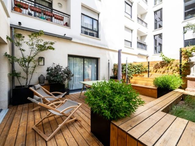 Une terrasse aussi naturelle que le jardin