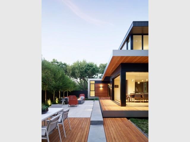 Une terrasse comme lien entre le salon et l'extérieur