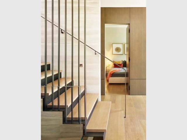 A l'étage, les chambres et la lumière de l'escalier