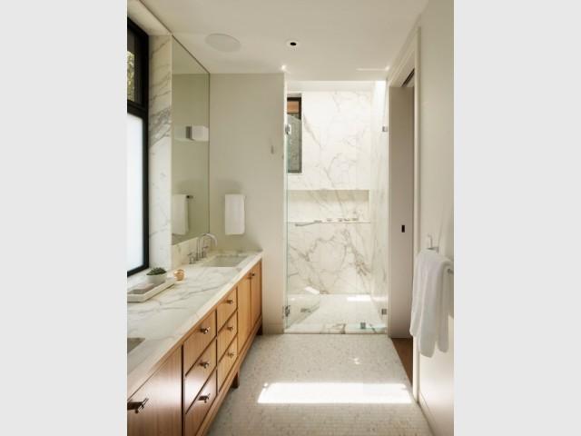Des salles de bains en marbre pour un maximum d'élégance