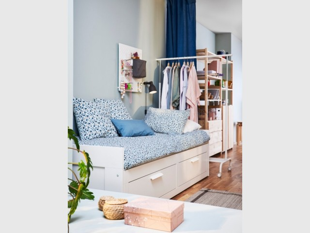 Un lit avec tiroirs de rangement pour 199 €