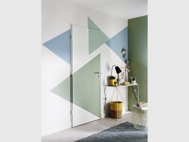 Jeux de couleurs et formes géométriques dans l'entrée