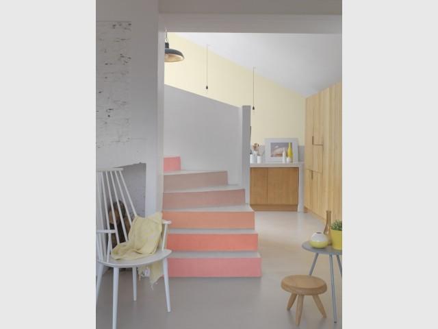Un escalier coloré pour dynamiser son entrée
