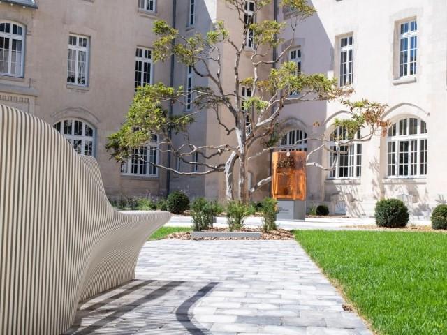 Le jardin du carré des lettres, à La Rochelle