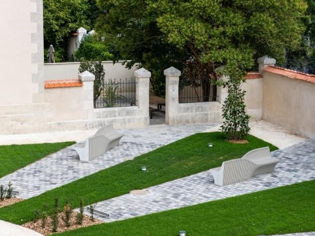 Vue du jardin du carré des lettres, à La Rochelle