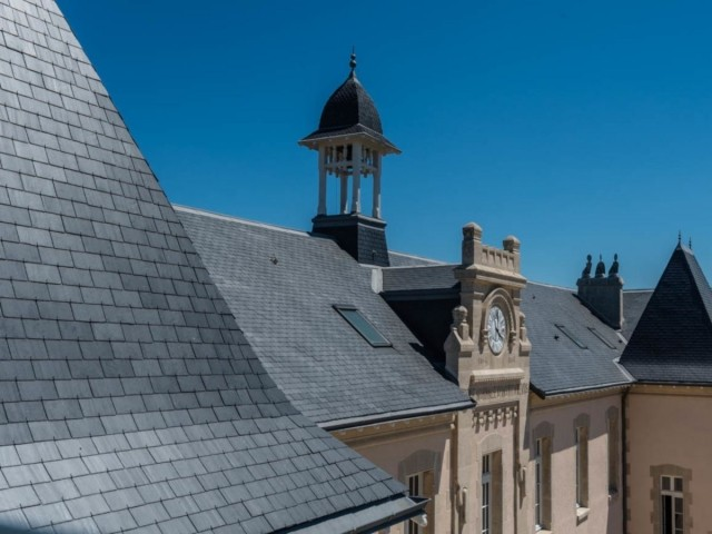 Toiture en ardoise du carré des lettres, à La Rochelle