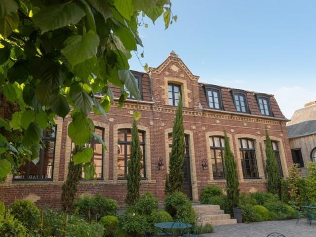 Cette ancienne école abrite désormais une maison d'hôtes pleine de charme