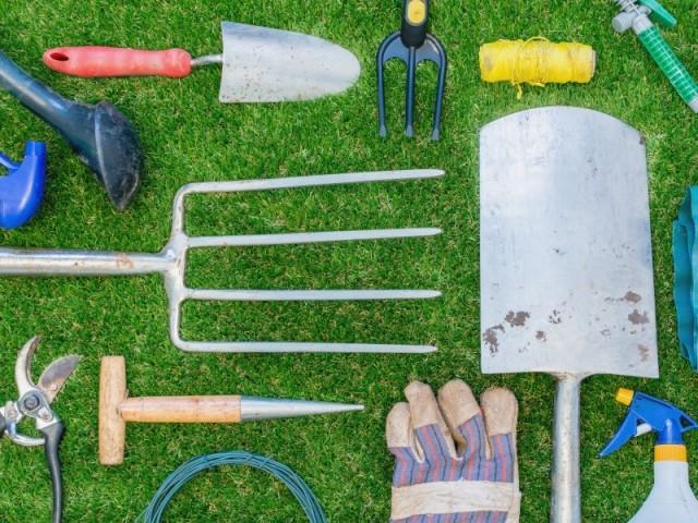 Les outils indispensables au jardinier
