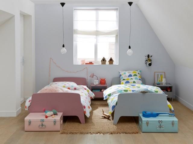 Deux mini lits colorés pour une chambre à partager