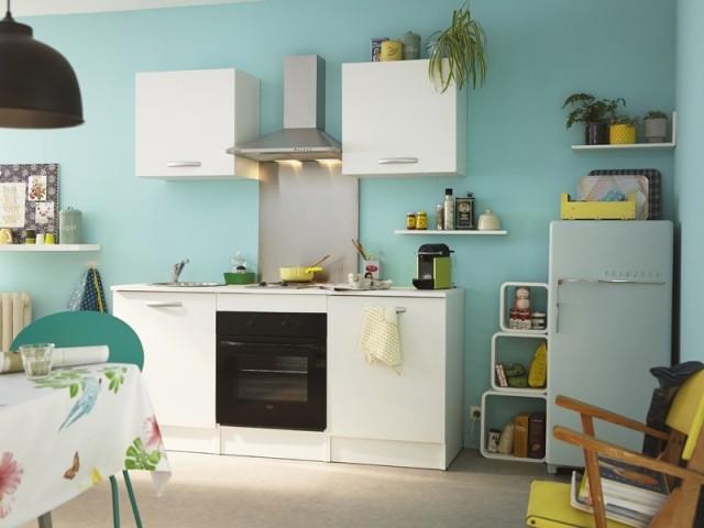 Des murs turquoise dans la cuisine