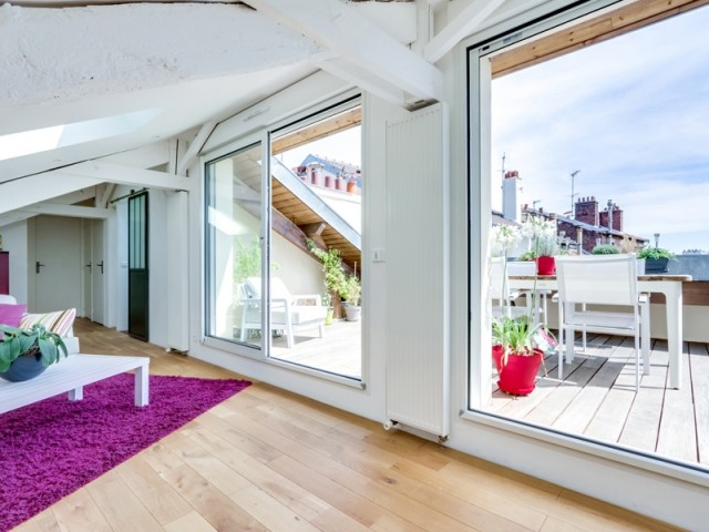 Un deux-pièces transformé en duplex avec terrasse sur le toit
