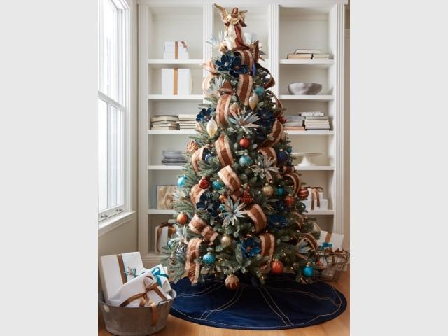 Un sapin marron et bleu pour un Noël original