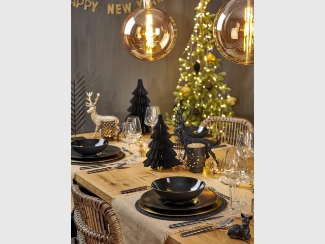 Une table de fête élégante noir et doré
