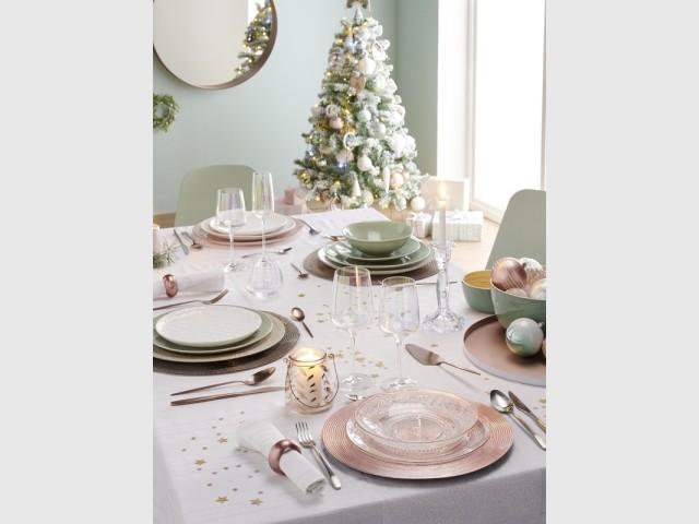 Une table de fêtes pastel pleine de douceur