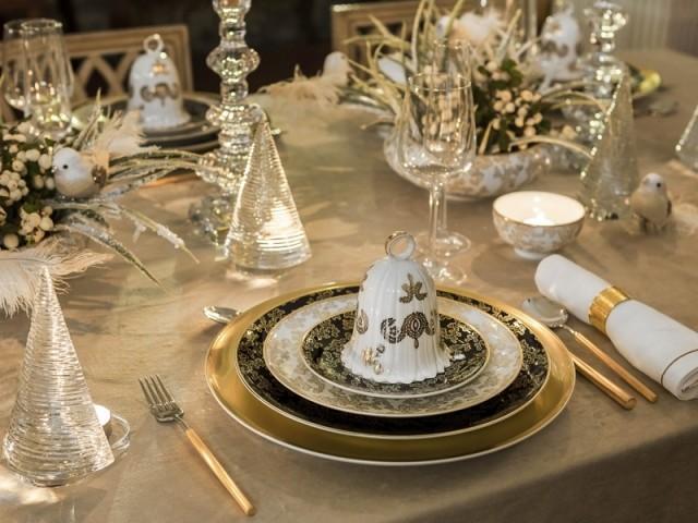 Une déco dorée pour une table de fêtes chicissime