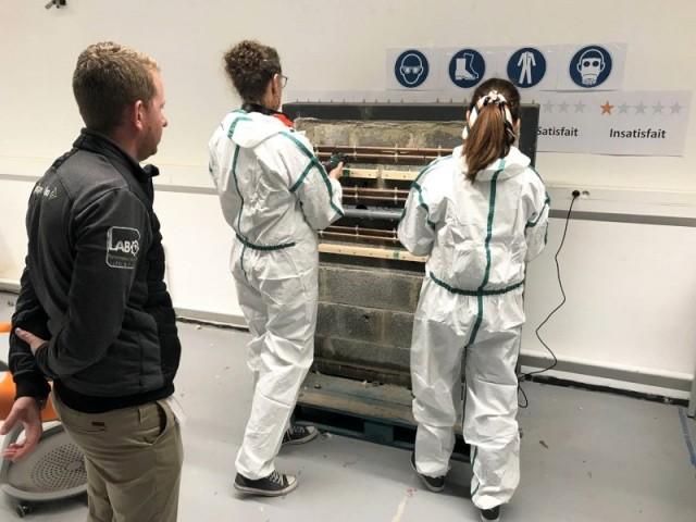 Des utilisatrices testent les des accessoires Dexter sur un outil multifonction Bosch