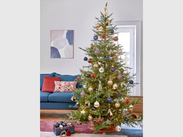 Un sapin bleu blanc rouge pour un Noël urbain