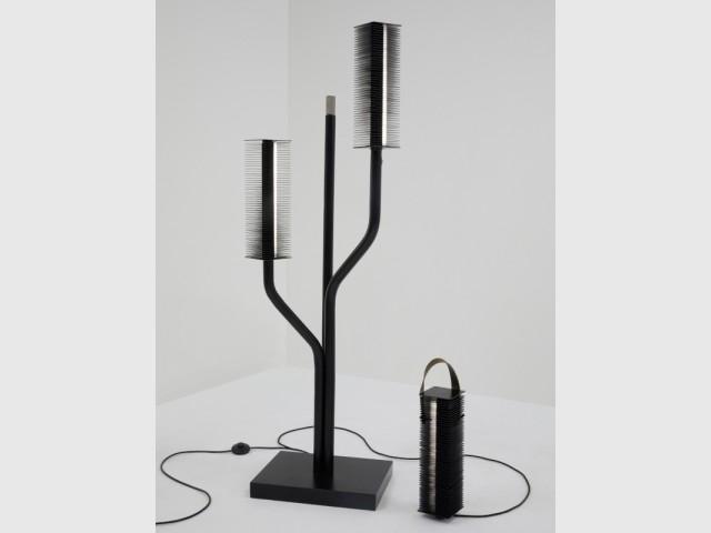 Lampe sur pied  et lampe suspendue Sola, par Desormeaux et Carrette, mise à prix : 380 € et 260 €