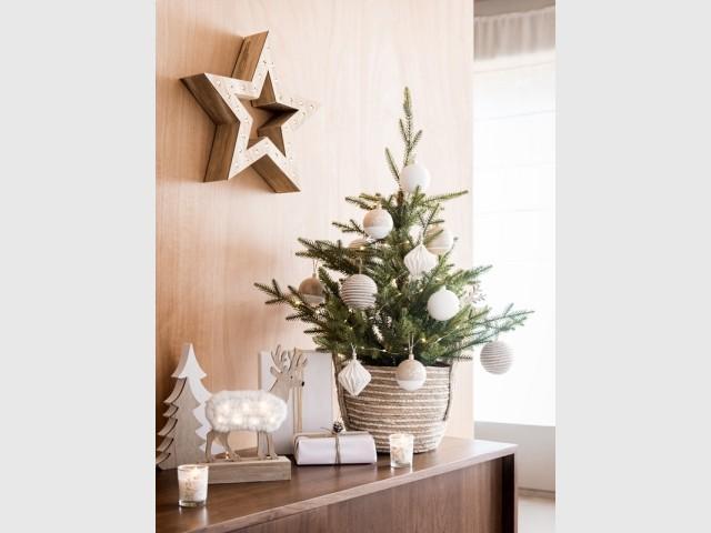 Une couronne de Noël en forme d'étoile