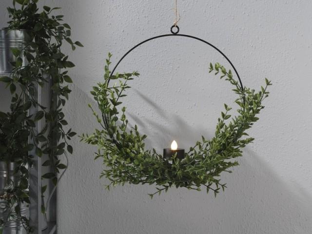 Une couronne de Noël à suspendre