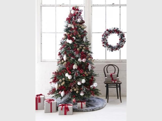 Une couronne de Noël assortie à la déco du sapin