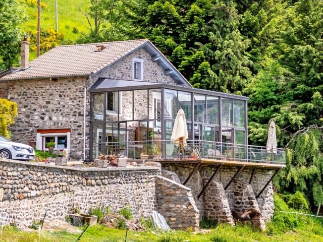 Un balcon suspendu sur la vallée